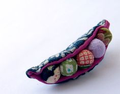 brooch made with vintage kimono fabric; wonder if I can make it?!