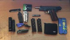 ...... What Is Edc, Edc Gadgets, 1911 Pistol, Edc Everyday Carry, Gun Holster, Edc Gear, Hand Guns, Carry On, Girls