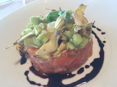 Salmon tartar with fresh artichokes and balsamic
