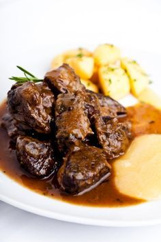 Get a taste of scrumptious cooking ideas, tips and recipes from some of South Africa's gourmet chefs. Lamb Recipes, Meat Recipes, Cooking Recipes, Musaka, Authentic Mexican Recipes, Snacks Für Party, My Best Recipe, Grilling Recipes, Food Hacks