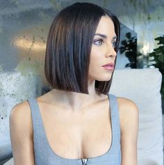 Side-side unbalanced bob hairstyles for slim hair or wonky-bobs (Wobs) are prominent hairstyles for so for an exceptional date attempt this glitz variant. Dying thickens fine hair making additional. Short Bob Hairstyles, Hairstyles Haircuts, Woman Hairstyles, Gorgeous Hairstyles, Bob Haircuts, Hair Trends 2018, Short Hair Cuts For Women, Fine Hair, Hair Looks