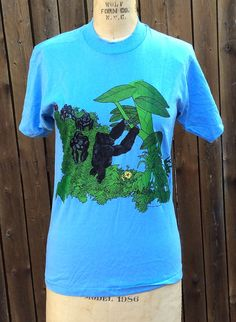 Check out this item in my Etsy shop https://www.etsy.com/listing/454509082/nos-vintage-retro-estate-gorilla-zoo-t