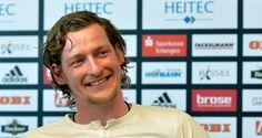 Der Handball-Erstligist HC Erlangen hat für die nächste Saison den bundesligaerfahrenen Torwart Mario Huhnstock als Ersatz für den zum THW Kiel wechselnden Nikolas Katsigiannis verpflichtet.