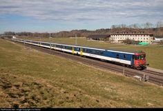 High quality photograph of SBB Re II # 11172 at Gossau SG, Switzerland. Electric Locomotive, Diesel Locomotive, Third Rail, Swiss Railways, Electric Train, Oil Rig, Energy Storage, Commercial Vehicle, Switzerland