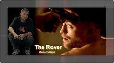 """Entrevista De Robert Pattinson Com Detroit News Em """"The Rover"""", Robert Pattinson, interpreta um jovem inseguro que é prejudicado pelo meio em que vive onde murmura frases desconexas, muitas vezes repete sem uma boa razão."""
