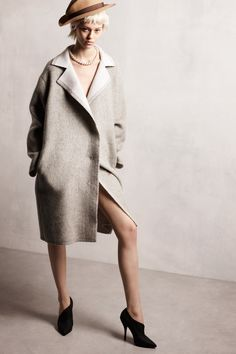 Lanvin Pre-Fall 2014 Fashion Show Collection: See the complete Lanvin Pre-Fall 2014 collection. Look 18 News Fashion, Fashion Week, Fashion Show, Review Fashion, Runway Fashion, Lanvin, Fall Winter 2014, Autumn Winter Fashion, Fall 14