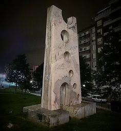 Ciclo Solar de José Dacosta Pérez , vamos, cosas de Pepe el escultor que te vas encontrando por la noche #art #friends #night #santurce #artwork #street #streetart #modernart #arte