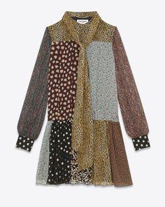 Saint Laurent, Bohème-Patchwork-Minikleid (dress) aus mehrfarbiger Seide  (silk) mit Lavallière