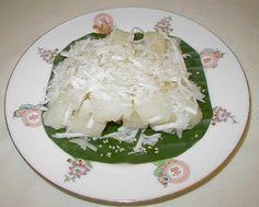 T'long mee la ngor skor.   (Sweet yucca with sesame).