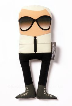 Yes, from now on you can cuddle the one and only Mr. Karl Lagerfeld. Created by Caroline Castagna-Suarez (aka My name is Simone) Karl is made of 100% organic cotton (see movie).  A musthave for young and old fashionistas..