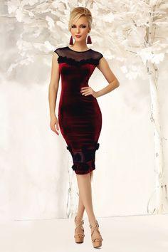 c85d8cb8e187923 Rochie Samantha Bordo - Rochie midi din catifea accesorizata cu  trandafirasi, perfecta pentru o tinuta