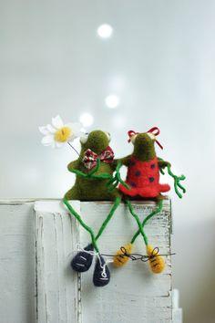 Needle Felt Frogs Little Felt Green Frogs by FeltArtByMariana