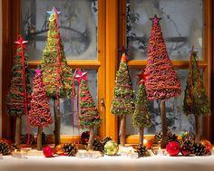 Im Advent wird jetzt auch die Fensterbank mit einer festlichen Weihnachtsdeko herausgeputzt. Wie wär's denn zum Beispiel mit einem selbst gemachten Winterwald? Ob aus Wolle, Beeren oder Zapfen –...