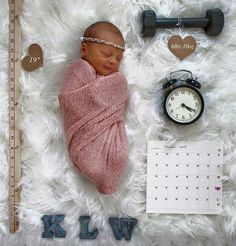 One of the best ways to photograph your babies time of birth,weight,length etc