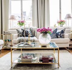 {Home} Decoration inspiration - Quintessence Parisienne Home Living Room, Living Spaces, Sofa Table Decor, Square Tables, Home And Deco, Interior Inspiration, Furniture Inspiration, Design Inspiration, Modern Furniture