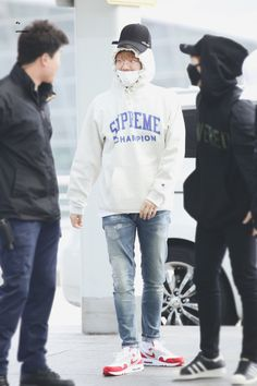 Baekhyun - 170407 Incheon Airport, departing for Macau - Baekhyun's airport fashion...XD