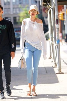 Latest photos for Gigi Hadid: Heading to lunch Gigi Hadid Looks, Bella Gigi Hadid, Gigi Hadid Style, Hollywood Fashion, Hollywood Style, Outfits With Hats, Cool Outfits, Sport Outfits, Summer Outfits