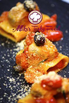 Paccheri al tonno, pomodorini, olive e capperi Paccheri fresh tuna , cherry tomatoes , capers, olives and breadcrumbs  #mikestastyfood #allrecipes #foodrecipes #runarecipes #pastarecipes #pasta #food #tomato #capperi #tuna