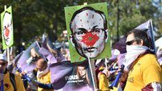 Les rues du centre-ville de Montréal ont été envahies samedi par plus de 150 000 manifestants qui souhaitaient dénoncer «l'inaction» du gouvernement Couillard dans les négociations des conditions de travail des employés du secteur public.