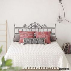 The bed defines the bedroom and the headboard defines the bed. So if you're looking for unusual headboard ideas for your room you've reached the right place Headboard With Shelves, How To Make Headboard, Headboard Ideas, Custom Headboard, Cheap Diy Home Decor, Bed Back Design, Bed Design, Home Bedroom, Bedroom Decor