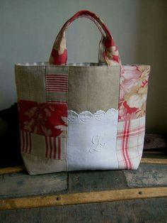 sac 16 05 2009 047 - Photo de Sacs, pochons, cabas, besaces et cie. Sacs Tote Bags, Tote Purse, Reusable Tote Bags, Handmade Purses, Handmade Handbags, Patchwork Bags, Quilted Bag, Fabric Bags, Fabric Scraps
