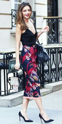 what to wear to out, date night outfit inspiration: printed pencil skirt, pumps, spaghetti strap tank top, shoulder bag