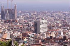 Blick auf Barcelona, Links die Kirchenbaustelle Sagrada Familia, Foto: Robert B. Fishman, 4.10.2014