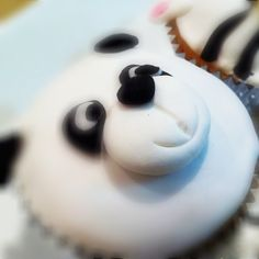 Panda cupcake!!! Awe I want these for my birthday!! Panda <3