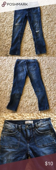 "Reaction Crop Denim Very good condition distressed crop denim by Kenneth Cole Reaction.  Approximately 24 1/2 "" inseam.  Pet free, smoke free home Kenneth Cole Reaction Jeans Ankle & Cropped"
