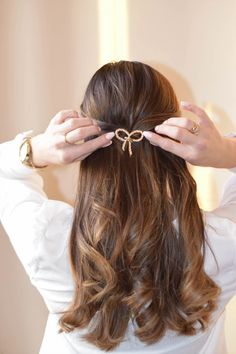 Hair pins - new favourite accessories Hair Pins, Bobby Pins, Latest Trends, Hair Accessories, Girly, Feminine, Summer Dresses, Stylish, Beauty