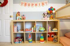 Como montar o quarto montessoriano? O primeiro passo para a montagem de um quarto infantil é adotar o ponto de vista da criança. Aquilo que ela puder acessa