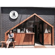 Brick Wood Architecture Facade New Ideas My Coffee Shop, Coffee Shop Design, Coffee Cafe, Cafe Design, Store Design, Cafe Bar, Cafe Shop, Cafe Restaurant, Restaurant Design