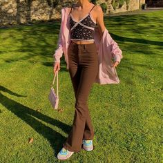 Retro Outfits, Cute Casual Outfits, Cute Pants Outfits, Casual Pants, Jeans Marron, Brown Pants Outfit, Style Casual, Vintage Jeans, Jean Vintage