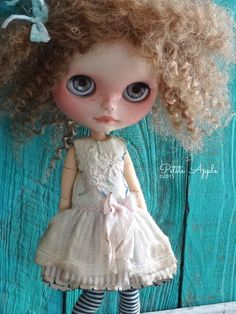 Blythe doll outfit *Je me souviens....* -OOAK vintage hand-embroidered dress