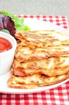 Low FODMAP Recipe and Gluten Free Recipe - Pizzadillas   http://www.ibs-health.com/low_fodmap_pizzadillas.html