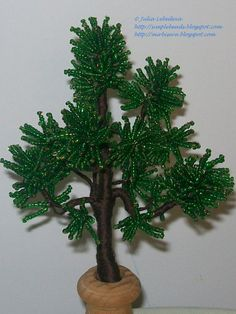Free detailed tutorial with step by step photos on how to make a Pine-tree out of seed beads and wire. Great for beginners!