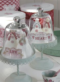 kind of a cute idea instead of a snow globe, not that I'm going to do it...