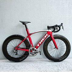 "6,982 Me gusta, 21 comentarios - Loves road bikes (@loves_road_bikes) en Instagram: "" Madone 9 @trekbicyclestoresdubai #lovesrodbikes #trek #madone9 #trekmadone9 #duraacedi2 #di2…"""