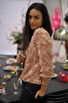 I really like this top plus, she's absolutely GORG...