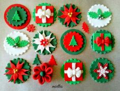 Traditional Christmas Cupcake Toppers - by miettes (ideas for Christmas cookies) Christmas Cupcake Toppers, Christmas Cake Designs, Christmas Cupcakes Decoration, Christmas Topper, Holiday Cupcakes, Christmas Sweets, Christmas Goodies, Christmas Baking, Christmas Cakes