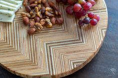This is SO cool! Wait till you see what this turned into! Easy DIY Patterned plywood lazy susan. Beginner Woodworking Projects, Woodworking Plans, Diy Lazy Susan, Wood Working For Beginners, Plywood, Easy Diy, Pattern, Hardwood Plywood, Wood Effect Worktops