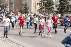 """Sokan részt vettek aszombatiMindannyiunk Egészségére Pro Európa elnevezésű tömegrajtos utcai futóversenyen. A tavaszi """"maraton"""" 37. kiírását a kotormányi Takács Szabolcs nyerte. Street View"""
