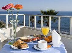 Hotellier i Rincon de la Victoria.....Spain Travel Hotel, Outdoor Furniture, Outdoor Decor, Fresco, Victoria, Alcoholic Drinks, Table Decorations, Html, Spain