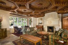 This living room was sculpted at the hands of 122 craftsmen.