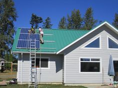 Comox Valley 4.5 kW PV grid-tie system with battery back-up.