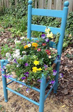 Gardening in a chair #DIY #gardening  http://www.tuinieren.nl/tuinnieuws/trend/groen-op-gekke-plekken.html