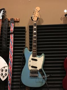 Fender Mustang with Jaguar block & binding neck