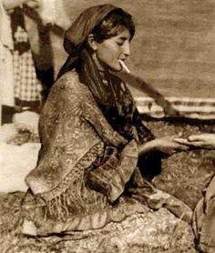 Era costumbre gitana que las mujeres 'echaran la buenaventura' a los payos, leyéndole las manos.
