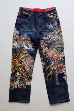 Most Gorgeous DIY Craft Project Clothing for Man and Woman < myfashiontoday Cool Summer Outfits for Mens and Womens - Men Jeans - Ideas of Men Jeans Sashiko Embroidery, Japanese Embroidery, Hand Embroidery Patterns, Embroidery Designs, Embroidery Supplies, Embroidery Needles, Machine Embroidery, Embroidery Thread, Embroidery On Clothes