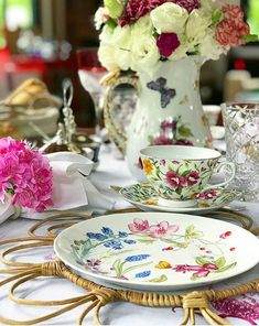 Beautiful Table Settings, Vintage Table, Vintage Items, Table Set Up, Rose Tea, Dinner Sets, Food Dishes, Tablescapes, Party Time